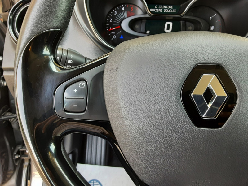 Photo 39 de l'offre de RENAULT CAPTUR dCi 110 Energy Business à 12490€ chez Centrale Auto Marché Mussidan