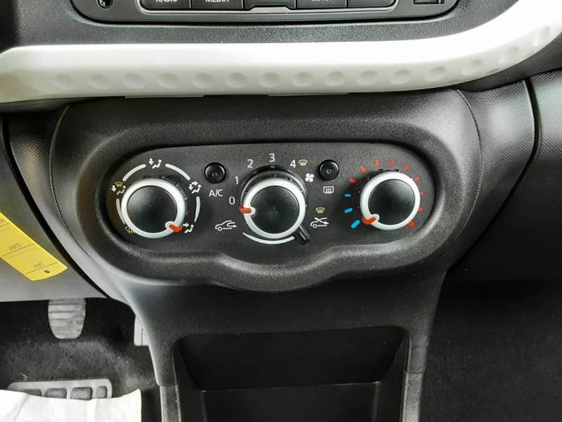 Photo 48 de l'offre de RENAULT TWINGO III 0.9 TCe 90 Energy Zen  à 8990€ chez Centrale Auto Marché Mussidan