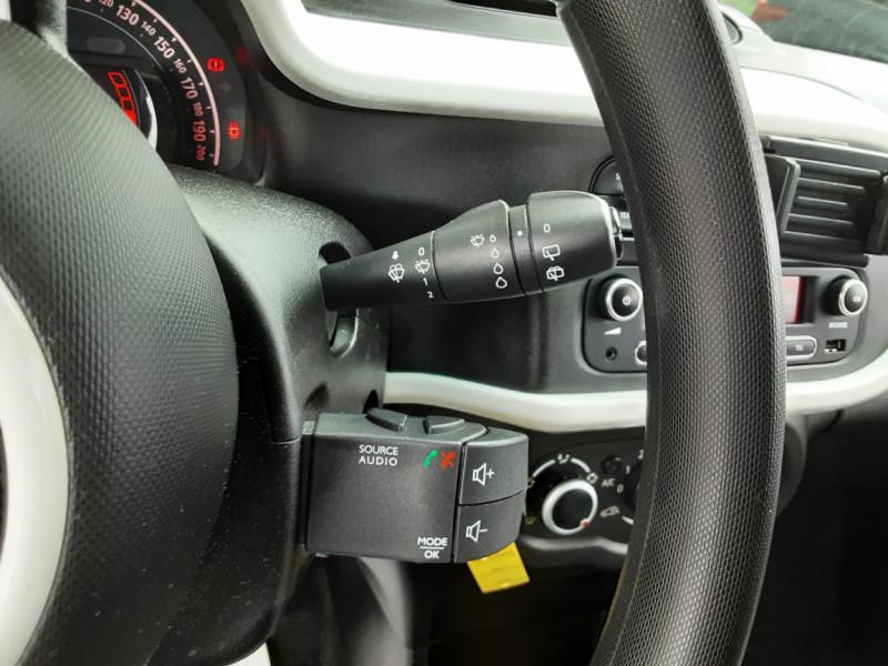Photo 42 de l'offre de RENAULT TWINGO III 0.9 TCe 90 Energy Zen  à 8990€ chez Centrale Auto Marché Mussidan