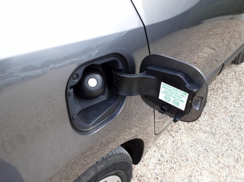 Photo 32 de l'offre de RENAULT TWINGO III 0.9 TCe 90 Energy Zen  à 8990€ chez Centrale Auto Marché Mussidan