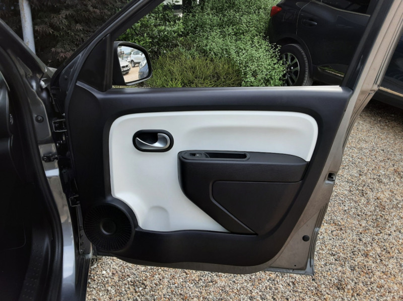 Photo 23 de l'offre de RENAULT TWINGO III 0.9 TCe 90 Energy Zen  à 8990€ chez Centrale Auto Marché Mussidan