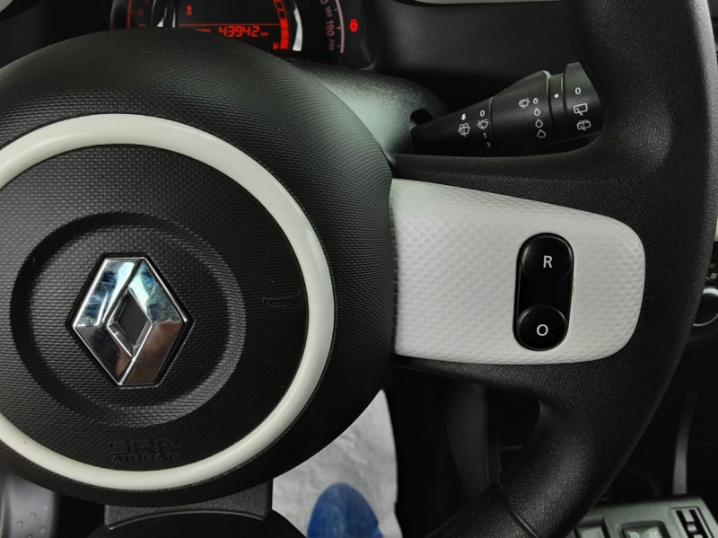 Photo 45 de l'offre de RENAULT TWINGO III 0.9 TCe 90 Energy Zen  à 8990€ chez Centrale Auto Marché Mussidan