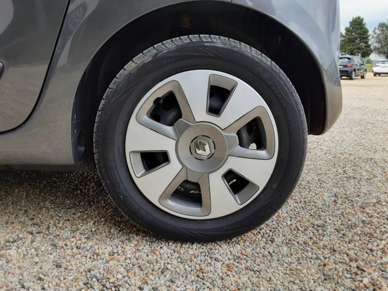 Photo 46 de l'offre de RENAULT TWINGO III 0.9 TCe 90 Energy Zen  à 8990€ chez Centrale Auto Marché Mussidan