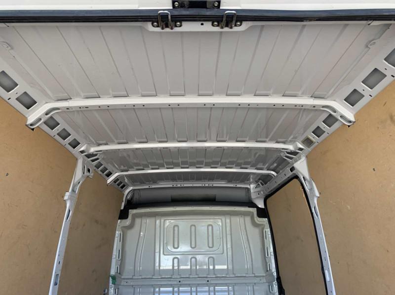 Photo 41 de l'offre de FIAT DUCATO 3.0 C H2 2.0 MJT 115 EURO 6 PACK PRO NAV à 18500€ chez Centrale Auto Marché Mussidan