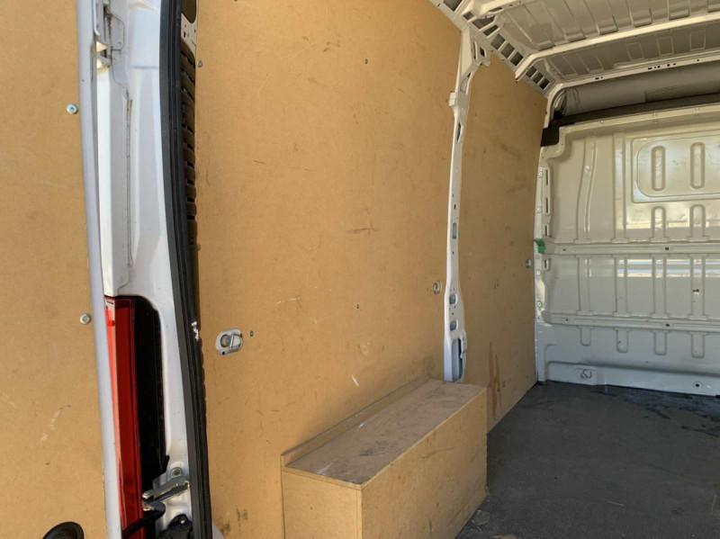Photo 3 de l'offre de FIAT DUCATO 3.0 C H2 2.0 MJT 115 EURO 6 PACK PRO NAV à 18500€ chez Centrale Auto Marché Mussidan