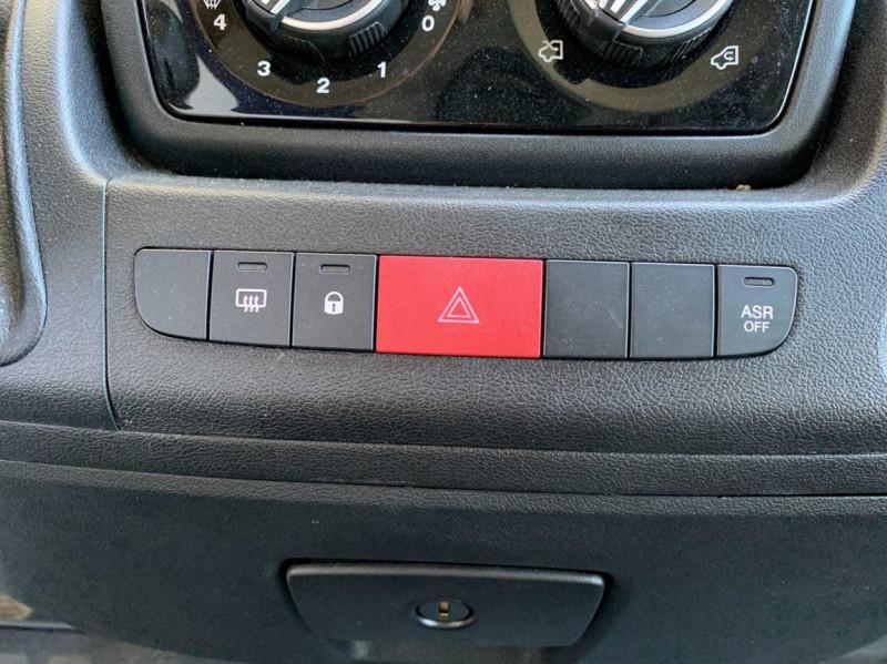 Photo 50 de l'offre de FIAT DUCATO 3.0 C H2 2.0 MJT 115 EURO 6 PACK PRO NAV à 18500€ chez Centrale Auto Marché Mussidan