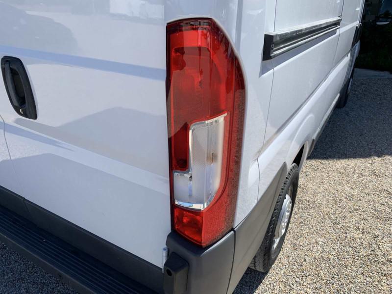 Photo 42 de l'offre de FIAT DUCATO 3.0 C H2 2.0 MJT 115 EURO 6 PACK PRO NAV à 18500€ chez Centrale Auto Marché Mussidan