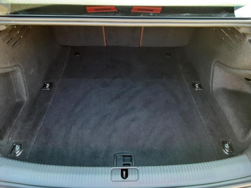 Photo 3 de l'offre de AUDI A4 A4 2.0 TDI 150 Business Line à 18490€ chez Centrale Auto Marché Mussidan
