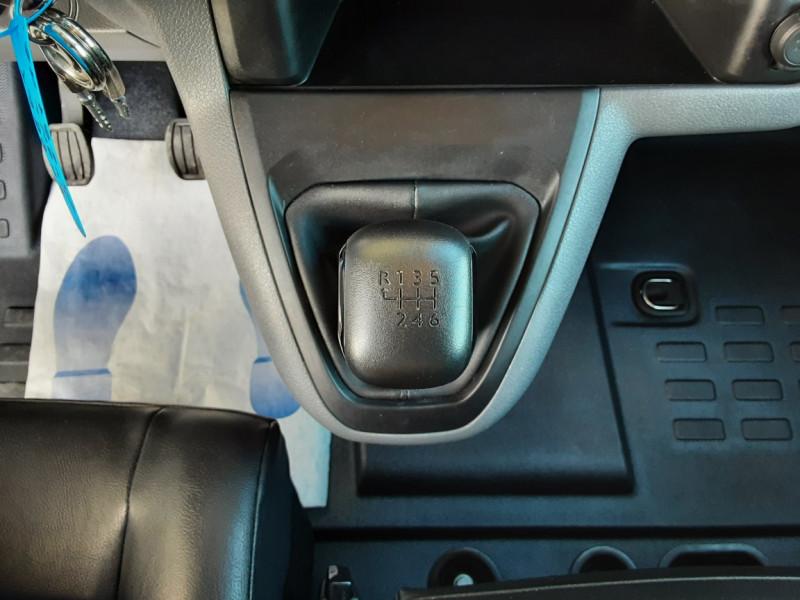 Photo 21 de l'offre de PEUGEOT EXPERT LONG BLUEHDI 120 SetS BVM6 PREMIUM PACK à 19900€ chez Centrale Auto Marché Mussidan