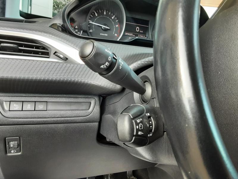Photo 15 de l'offre de PEUGEOT 208 1.6 BlueHDi 100ch SetS BVM5 Allure Business à 10890€ chez Centrale Auto Marché Mussidan