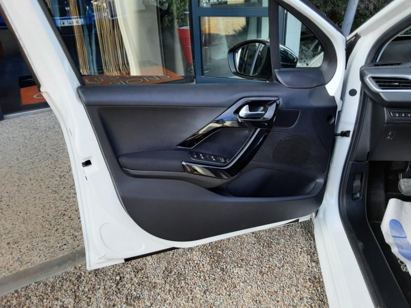 Photo 36 de l'offre de PEUGEOT 208 1.6 BlueHDi 100ch SetS BVM5 Allure Business à 10890€ chez Centrale Auto Marché Mussidan