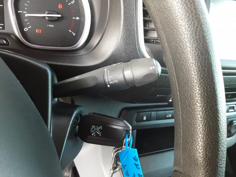 Photo 49 de l'offre de PEUGEOT EXPERT LONG BLUEHDI 120 SetS BVM6 PREMIUM PACK à 19900€ chez Centrale Auto Marché Mussidan