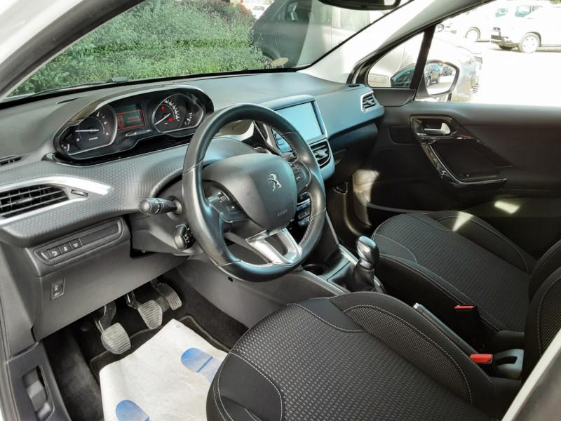 Photo 37 de l'offre de PEUGEOT 208 1.6 BlueHDi 100ch SetS BVM5 Allure Business à 10890€ chez Centrale Auto Marché Mussidan