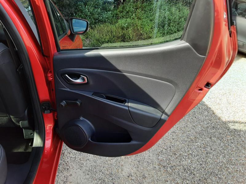 Photo 39 de l'offre de RENAULT CLIO TCe 90 E6C Business à 11490€ chez Centrale Auto Marché Mussidan