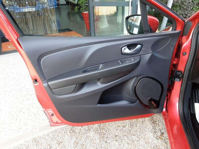 Photo 36 de l'offre de RENAULT CLIO TCe 90 E6C Business à 11490€ chez Centrale Auto Marché Mussidan