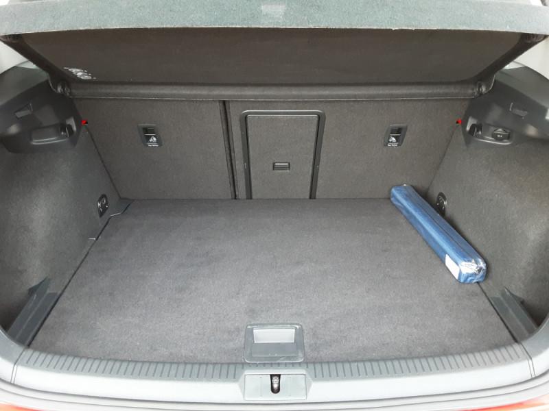 Photo 14 de l'offre de VOLKSWAGEN GOLF 2.0 TDI 150 BMT DSG7 Confortline à 20500€ chez Centrale Auto Marché Mussidan