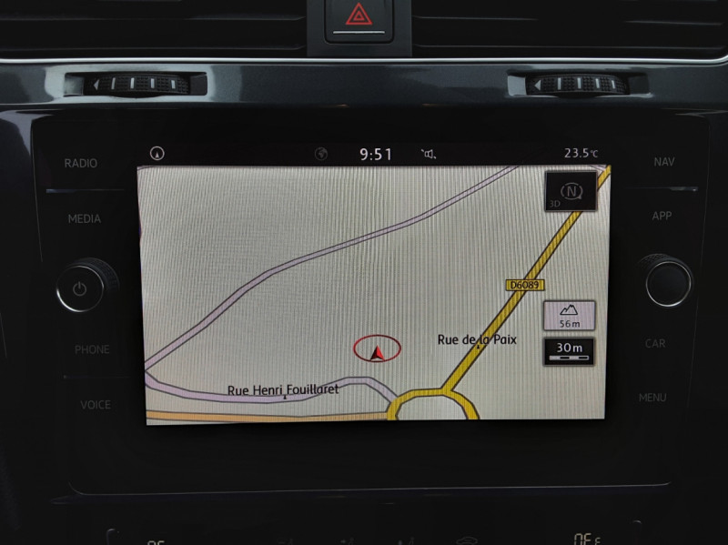 Photo 45 de l'offre de VOLKSWAGEN GOLF 2.0 TDI 150 BMT DSG7 Confortline à 20500€ chez Centrale Auto Marché Mussidan