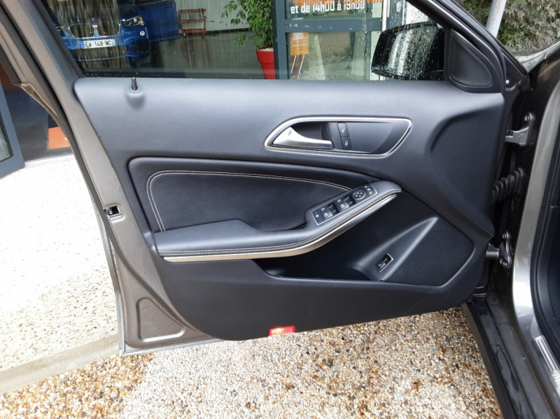 Photo 13 de l'offre de MERCEDES-BENZ CLASSE GLA 250 7-G DCT 210ch Ethanol à 21500€ chez Centrale Auto Marché Mussidan