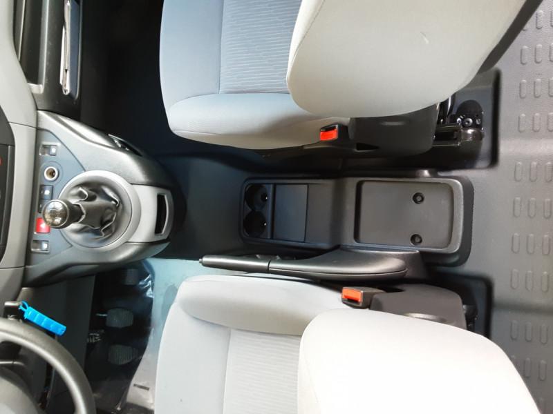 Photo 18 de l'offre de PEUGEOT PARTNER CABINE APPROFONDIE L2 1.6 HDI 90CH BVM5  à 13990€ chez Centrale Auto Marché Mussidan
