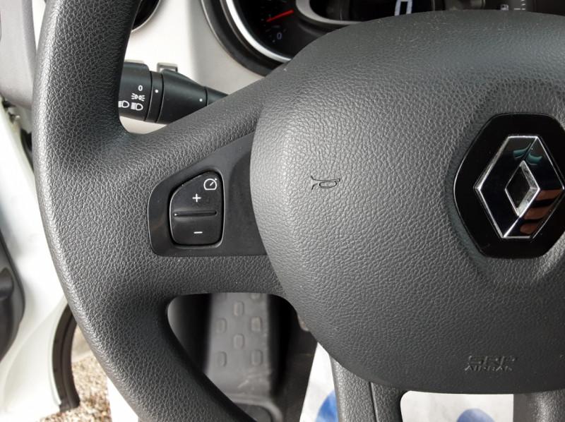 Photo 12 de l'offre de RENAULT TRAFIC L1H1 DCI 120CH  E6 GRAND CONFORT à 15600€ chez Centrale Auto Marché Mussidan