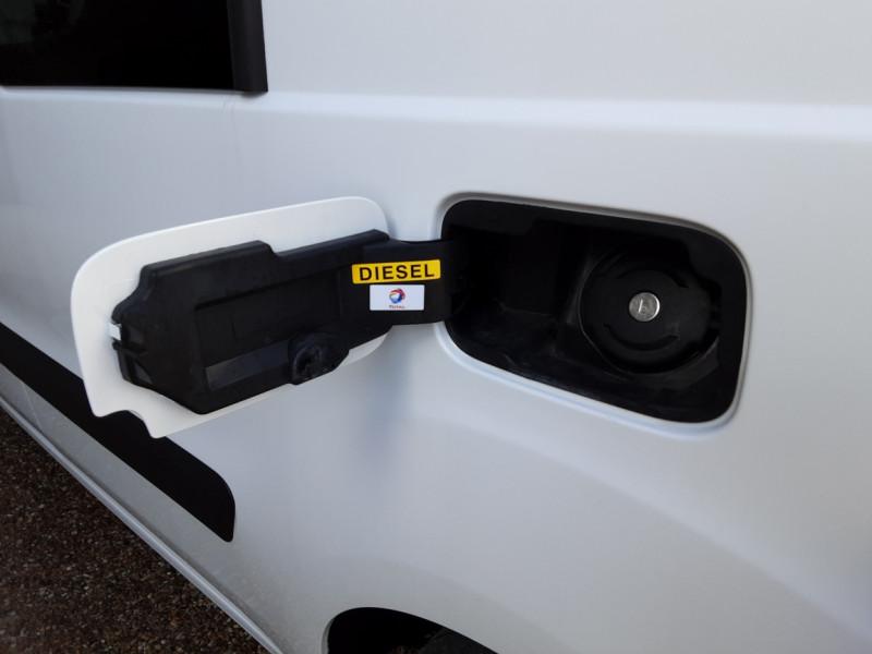 Photo 14 de l'offre de PEUGEOT PARTNER CABINE APPROFONDIE L2 1.6 HDI 90CH BVM5  à 13990€ chez Centrale Auto Marché Mussidan
