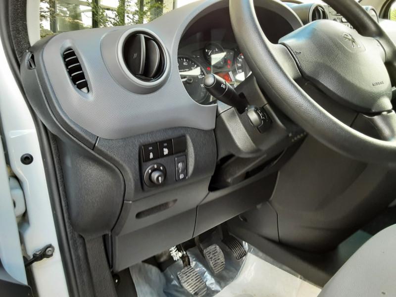 Photo 20 de l'offre de PEUGEOT PARTNER CABINE APPROFONDIE L2 1.6 HDI 90CH BVM5  à 13990€ chez Centrale Auto Marché Mussidan