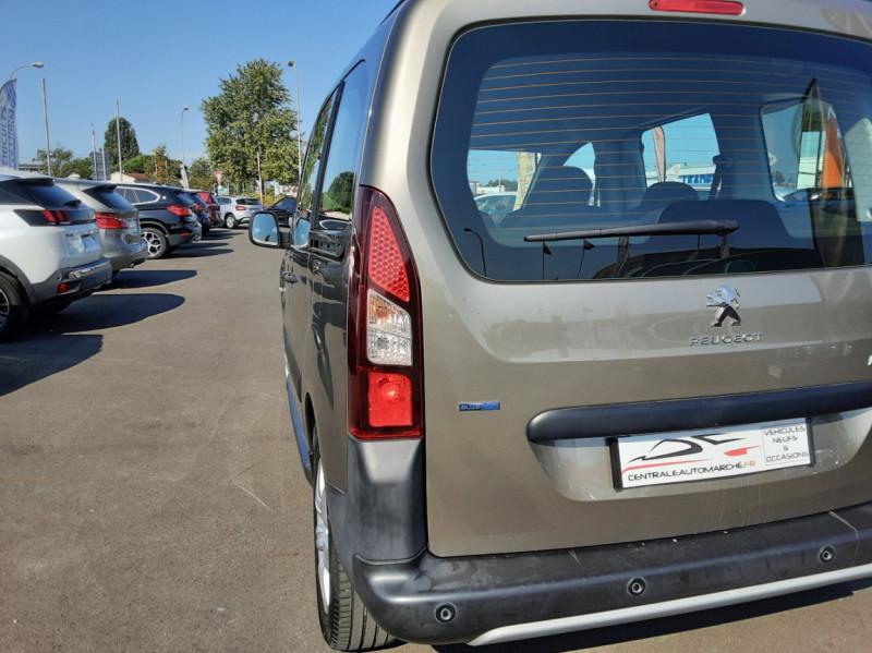 Photo 45 de l'offre de PEUGEOT PARTNER Tepee 1.6 BlueHDi 100ch SetS BVM5 Outdoor à 14990€ chez Centrale Auto Marché Mussidan