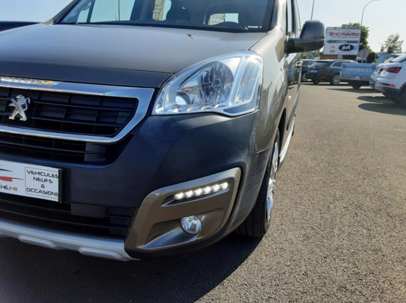 Photo 9 de l'offre de PEUGEOT PARTNER Tepee 1.6 BlueHDi 100ch SetS BVM5 Outdoor à 14990€ chez Centrale Auto Marché Mussidan