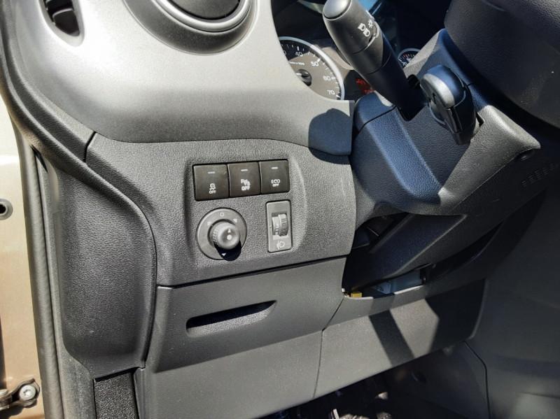 Photo 18 de l'offre de PEUGEOT PARTNER Tepee 1.6 BlueHDi 100ch SetS BVM5 Outdoor à 14990€ chez Centrale Auto Marché Mussidan
