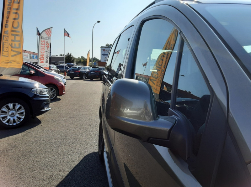 Photo 7 de l'offre de PEUGEOT PARTNER Tepee 1.6 BlueHDi 100ch SetS BVM5 Outdoor à 14990€ chez Centrale Auto Marché Mussidan