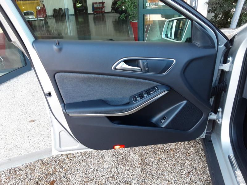 Photo 21 de l'offre de MERCEDES-BENZ CLASSE GLA 200 d Inspiration 7-G DCT A à 21800€ chez Centrale Auto Marché Mussidan