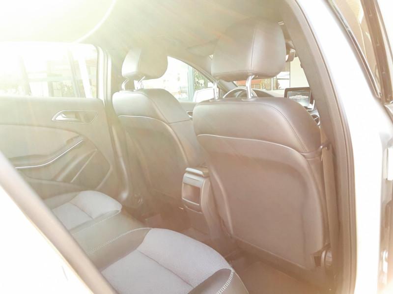 Photo 32 de l'offre de MERCEDES-BENZ CLASSE GLA 200 d Inspiration 7-G DCT A à 21800€ chez Centrale Auto Marché Mussidan