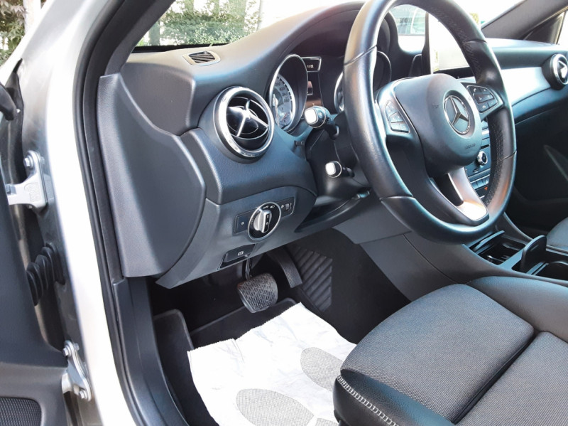 Photo 40 de l'offre de MERCEDES-BENZ CLASSE GLA 200 d Inspiration 7-G DCT A à 21800€ chez Centrale Auto Marché Mussidan