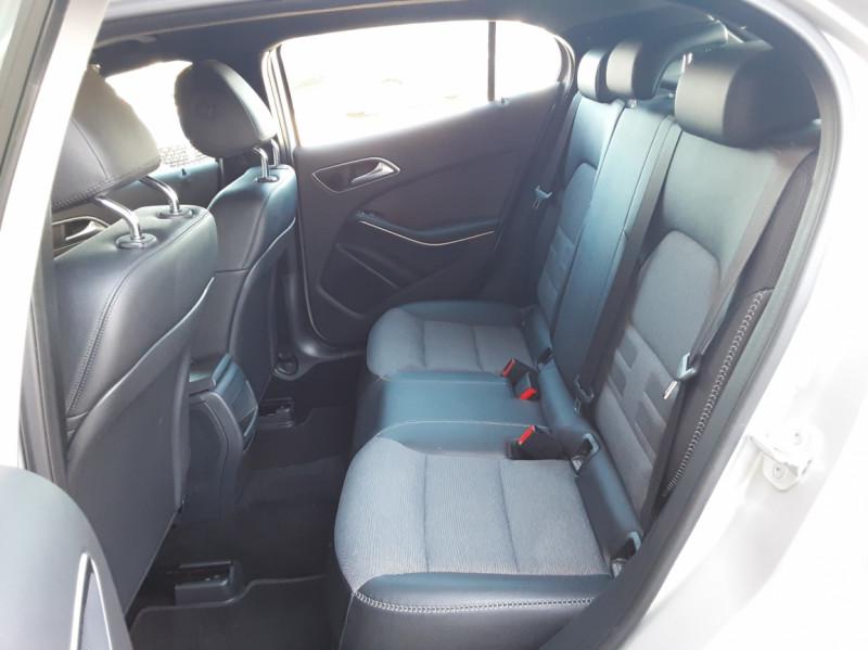 Photo 25 de l'offre de MERCEDES-BENZ CLASSE GLA 200 d Inspiration 7-G DCT A à 21800€ chez Centrale Auto Marché Mussidan