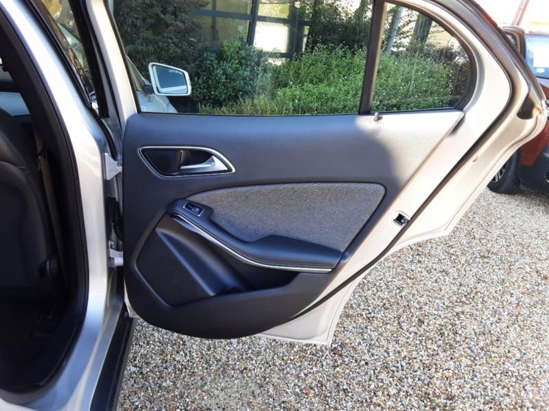 Photo 30 de l'offre de MERCEDES-BENZ CLASSE GLA 200 d Inspiration 7-G DCT A à 21800€ chez Centrale Auto Marché Mussidan