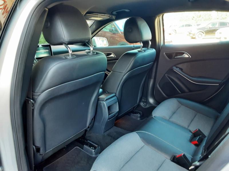 Photo 23 de l'offre de MERCEDES-BENZ CLASSE GLA 200 d Inspiration 7-G DCT A à 21800€ chez Centrale Auto Marché Mussidan