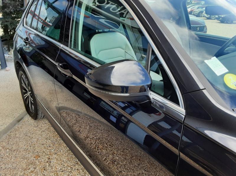 Photo 5 de l'offre de VOLKSWAGEN TIGUAN 2.0 TDI 150 BMT DSG7 4Motion Exclusive à 29900€ chez Centrale Auto Marché Mussidan