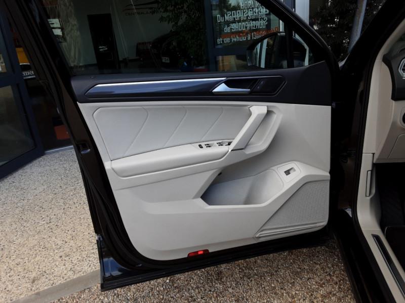 Photo 21 de l'offre de VOLKSWAGEN TIGUAN 2.0 TDI 150 BMT DSG7 4Motion Exclusive à 29900€ chez Centrale Auto Marché Mussidan