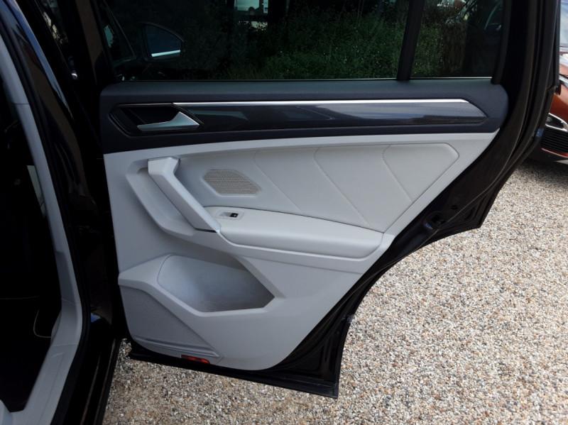 Photo 30 de l'offre de VOLKSWAGEN TIGUAN 2.0 TDI 150 BMT DSG7 4Motion Exclusive à 29900€ chez Centrale Auto Marché Mussidan