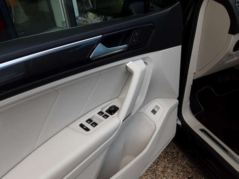 Photo 20 de l'offre de VOLKSWAGEN TIGUAN 2.0 TDI 150 BMT DSG7 4Motion Exclusive à 29900€ chez Centrale Auto Marché Mussidan