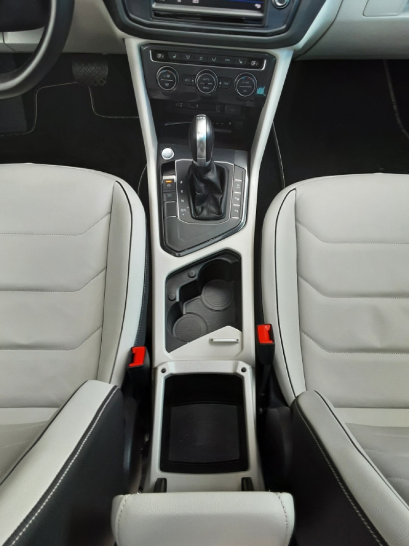 Photo 37 de l'offre de VOLKSWAGEN TIGUAN 2.0 TDI 150 BMT DSG7 4Motion Exclusive à 29900€ chez Centrale Auto Marché Mussidan