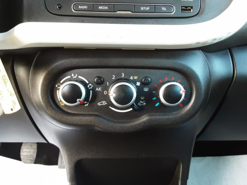 Photo 32 de l'offre de RENAULT TWINGO III 1.0 SCe 70 E6C Zen à 9490€ chez Centrale Auto Marché Mussidan