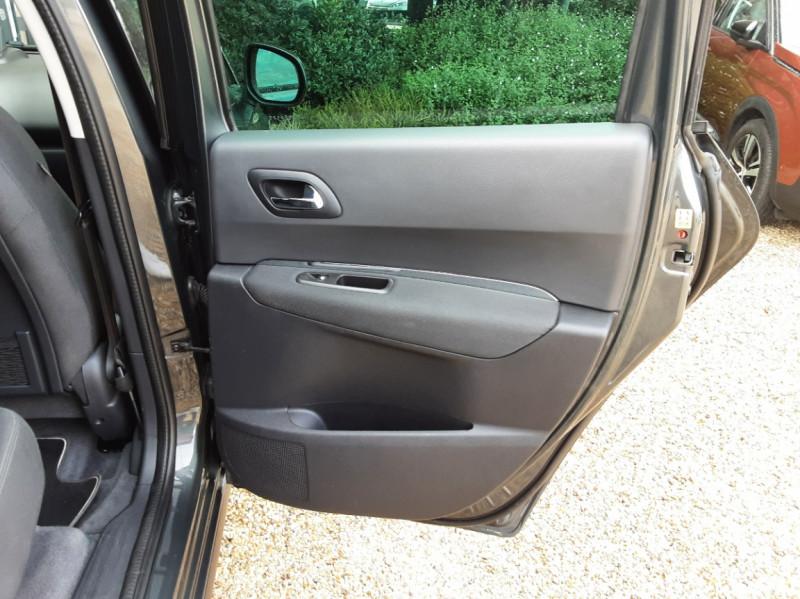 Photo 42 de l'offre de PEUGEOT 3008 3008 1.6 BlueHDi 120ch SetS BVM6 Business Pack à 11800€ chez Centrale Auto Marché Mussidan