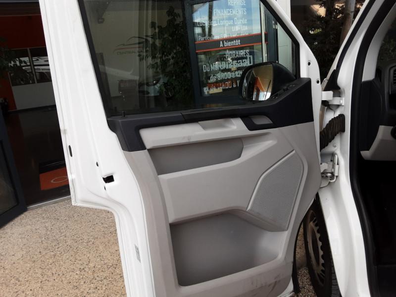 Photo 20 de l'offre de VOLKSWAGEN TRANSPORTER L1H1 2.0 TDI 102ch BUSINESS LINE à 21500€ chez Centrale Auto Marché Mussidan