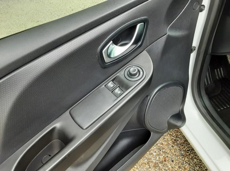 Photo 17 de l'offre de RENAULT CLIO IV Tce 75ch Trend à 8490€ chez Centrale Auto Marché Mussidan