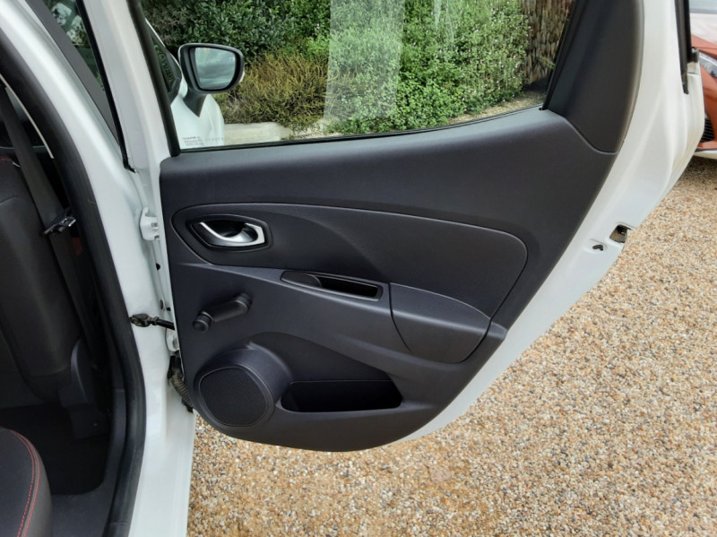 Photo 30 de l'offre de RENAULT CLIO IV Tce 75ch Trend à 8490€ chez Centrale Auto Marché Mussidan