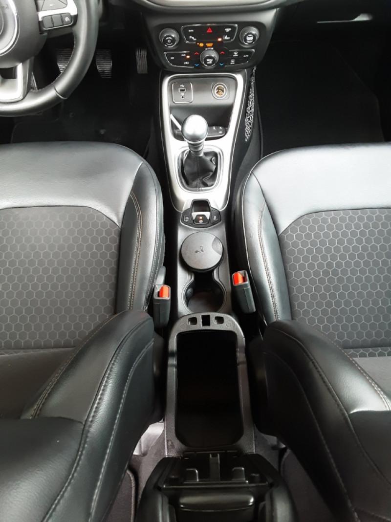 Photo 39 de l'offre de JEEP COMPASS 1.6 I MultiJet II 120 ch BVM6 Longitude business à 20990€ chez Centrale Auto Marché Mussidan