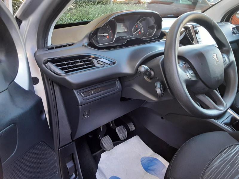 Photo 49 de l'offre de PEUGEOT 208 AFFAIRE 1.6 BLUEHDI 100 BVM5 PREMIUM à 8490€ chez Centrale Auto Marché Mussidan