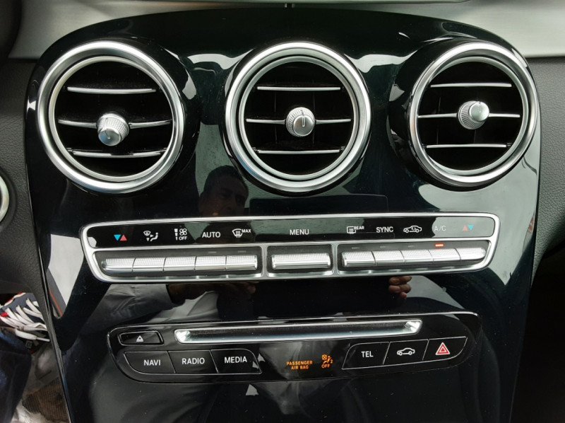 Photo 39 de l'offre de MERCEDES-BENZ CLASSE GLC 250 d 9G-TRONIC 4Matic Business Executive à 35990€ chez Centrale Auto Marché Mussidan