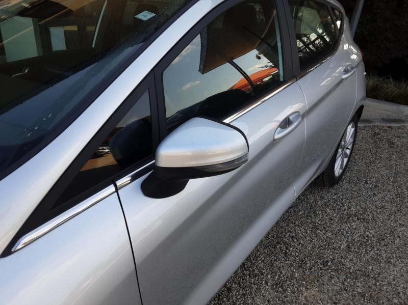 Photo 8 de l'offre de FORD FIESTA 1.5 85 CH SetS BVM6 TITANIUM à 13800€ chez Centrale Auto Marché Mussidan